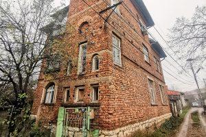 Тухлената къща